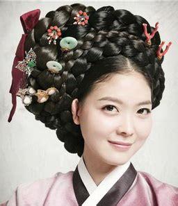 kireis corner bun hairstyle