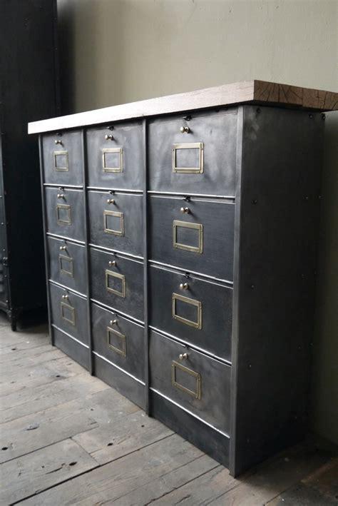 le de bureau industrielle ancien meuble console 12 casiers industriel a clapet roneo