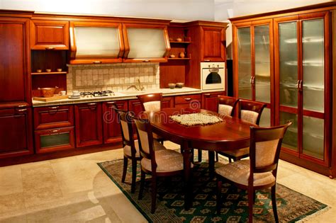 grand classique cuisine grande cuisine en bois image stock image du maison