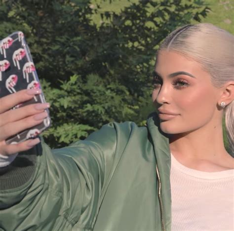 Kylie Jenner Shares Her Secret to Taking the Perfect ...