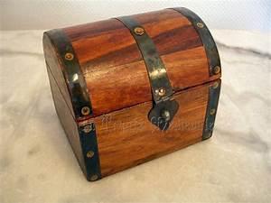 Coffre à Bijoux Bois : petit coffre medieval cassette coffret bois ~ Premium-room.com Idées de Décoration