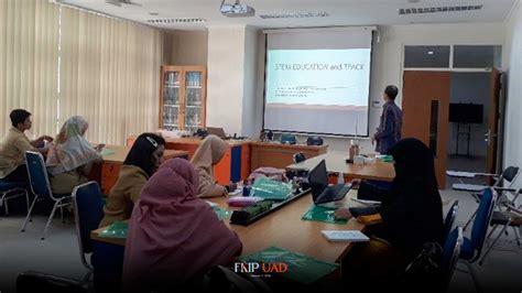 TIM Dosen Prodi Pendidikan Fisika UAD mengadakan Pelatihan ...