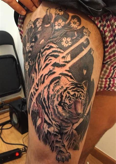 tiger tattoos  designs  thigh