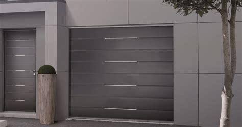 porte de garage sectionnelle sur mesure solabaie