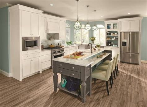 kraftmaid leads  semi custom cabinetry industry  innovative product design  robust
