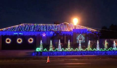 epic christmas lights synchronized to ac dc thunderstruck