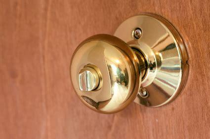 How To Unlock A Bedroom Door From The C 243 Mo Abrir Cerraduras De Puertas De Dormitorios Ehow En