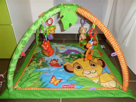tapis pour chambre bebe arrivée de bébé dans le monde de disney déco chambre