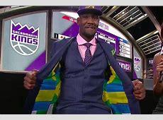 Deandre Ayton stitches Bahamian flag inside NBA Draft suit