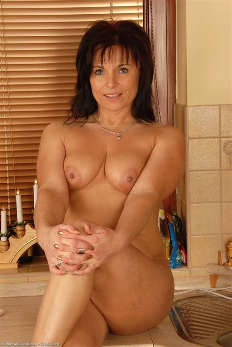 Busty Mature Teasing In The Kitchen Pichunter
