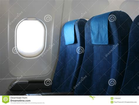 siege d avion siège et hublot d 39 avion image stock image 11955501