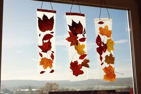 Herbstdeko Basteln Für Fenster Kostenlos by Anleitung Kinder Basteln Ein Fensterbild Mit Herbstlaub