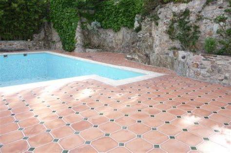 plage de piscine en terre cuite naturelle carrelages boutal