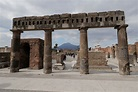 Italy's Pompeii offers new glimpses of life before calamity