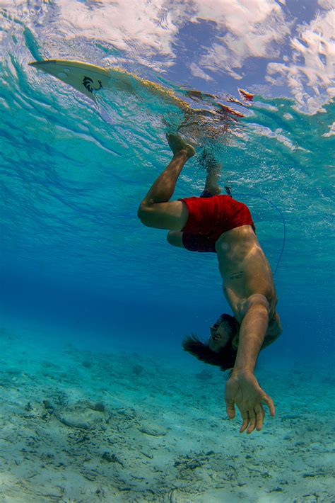 Impressive surfer flips upside down for three hours to ...