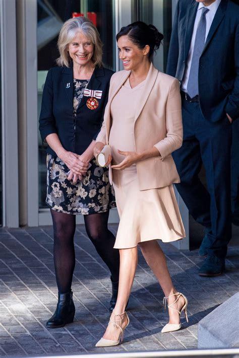 meghan markle visits  national theatre  london