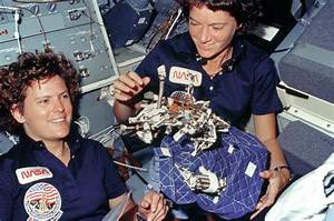 Why We Desperately Need to Study More Female Astronauts ...