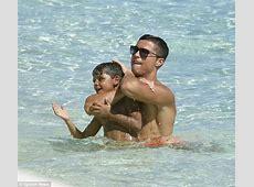Shirtless Cristiano Ronaldo puts on heartwarming display