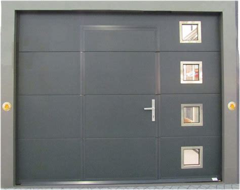 porte de garage sectionnelle avec portillon gris anthracite bois eco concept fr