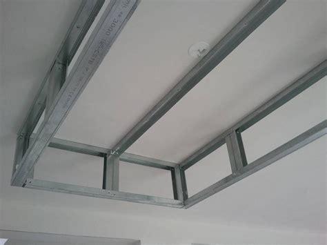 rail pour plafond suspendu bricolage de l id 233 e 224 la r 233 alisation un caisson d 233 caissement au plafond faux plafond en