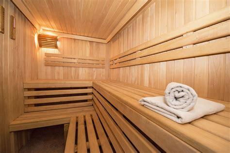 sauna holz zirbensauna zirbenholzsauna birkenreisig