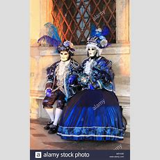 Venedig  10 Februar Zwei Personen In Venezianischem