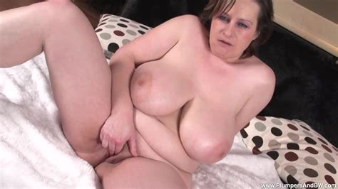 Plumpers And Bw Massive Titty Mature Traci Fingers Herself