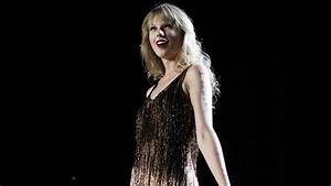 Taylor Swift Dishes on Her New Album 'Red,' Dating ...