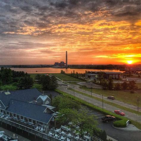 Shoreline Inn Resort A Waterfront Stay In Muskegon Just