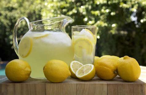 Vetëm një gotë ujë me limon në mëngjes dhe do t'i keni ...