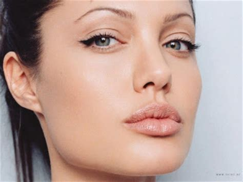foto de Angelina Jolie Plastic Surgery Before and After Nose Job