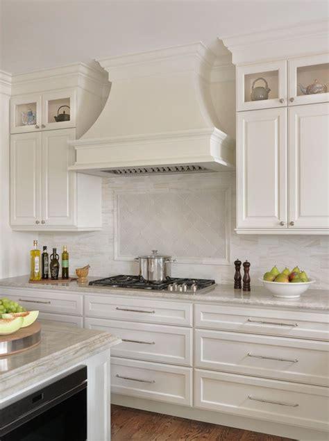 backsplash    taj mahal quartzite white kitchen