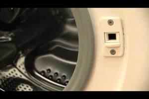 Waschmaschine Riecht Muffig : video waschmaschine reparieren das k nnen sie selber tun ~ Frokenaadalensverden.com Haus und Dekorationen