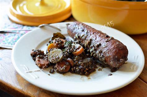 comment cuisiner la saucisse de morteau staub saucisses de morteau aux lentilles et carottes