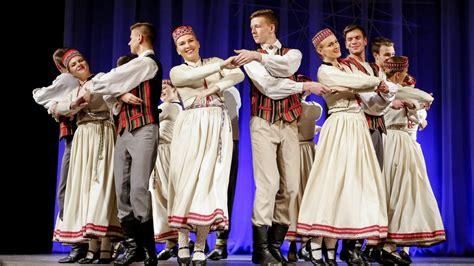 Dalība XV Latviešu dziesmu un deju svētkos Kanādā ...