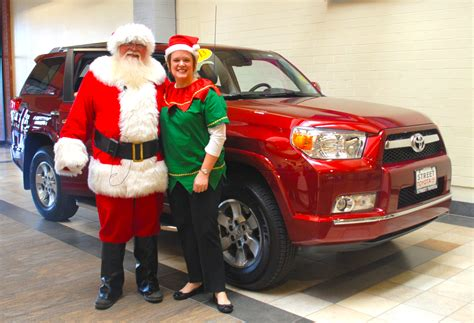 Santa Toyota by Santa Arrives At Westgate Mall In 2013 Toyota 4runner