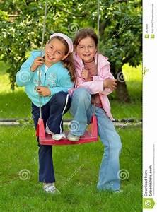 Junge Mädchen Fotos : zwei junge m dchen lizenzfreie stockfotos bild 5674568 ~ Markanthonyermac.com Haus und Dekorationen