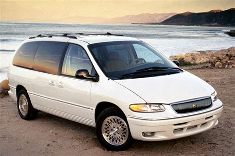 1996-00 Chrysler Town & Country   Consumer Guide Auto