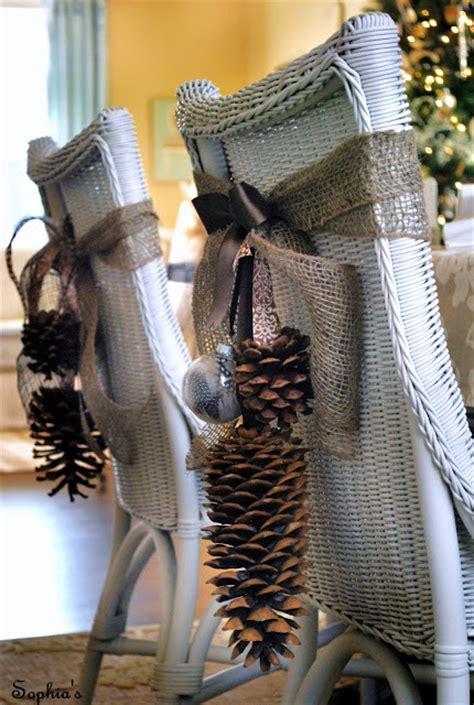 decoration de chaise pour noel bricolage de noël déco de table par l habillage de vos