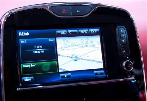siege auto comment l installer interface éra de recul vidéo renault r link et