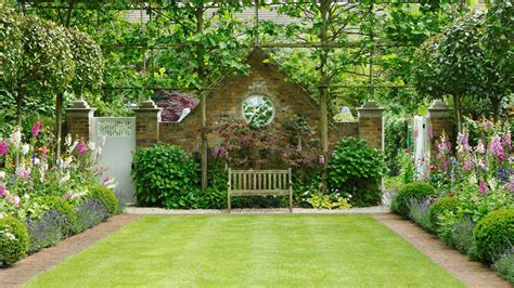 Garden Southern Setting by This Formal Garden Is The Height Of