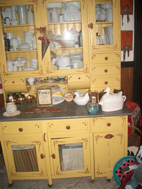 kitchen cabinet history 1000 images about hoosier cabinets on vintage 2544