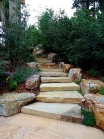Construire Un Escalier De Jardin by Escalier En Pierre Et Marches Dans Le Jardin D 233 Co Et