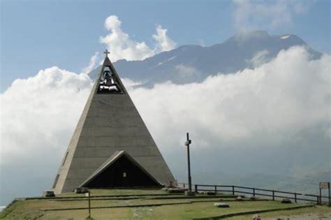au mont cenis un prieur 233 dans une 171 pyramide