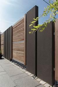 Sichtschutz Modern Design : die warme farbe des holzes mit dem dunkelgrau der beton stelen sind eine moderne l sung f r ~ A.2002-acura-tl-radio.info Haus und Dekorationen