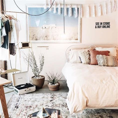 neon chambre best 25 outfitters room ideas on