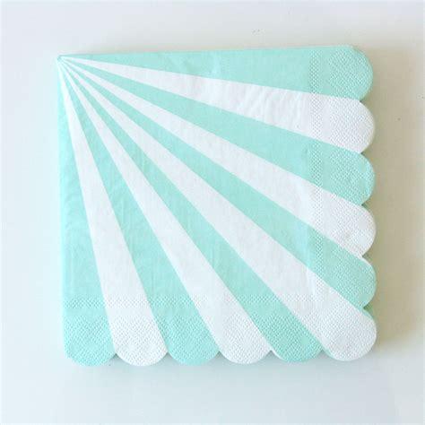 nappe et serviette en papier serviettes jetables en papier rayures vert d eau sweet day