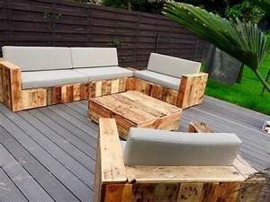Canapé Jardin Bois : diy bricolage fauteuil en palette canape jardin table basse palette bois amenagement terrasse ~ Teatrodelosmanantiales.com Idées de Décoration