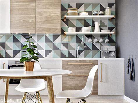 tapisserie de cuisine moderne le papier peint dans une cuisine ça change tout