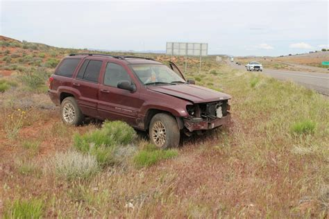 maroon jeep 2017 driver reaches for phone jeep goes 200 feet off road st